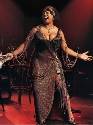 Chicago+Soundtrack+Featuring+Queen+Latifah++Taye+D+rscc2004_027_queenlatifah_chic