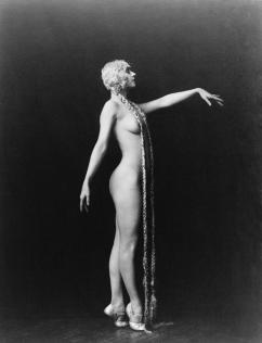 evelyn-groues-a-ziegfeld-girl-posed-everett