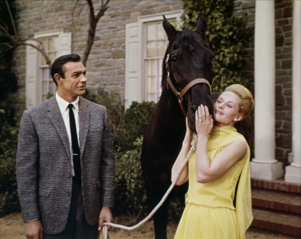3.-Sean-Connery-and-Hedren-in-Marnie-color