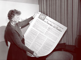 E-Roosevelt-with-UDHR---Spa